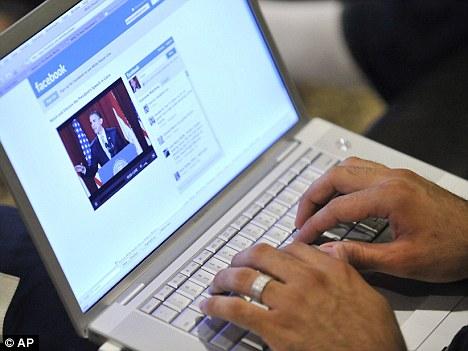 سوشل میڈیا اور فیس بک کا زریاہ استعمال خطرناک بیماریوں کا باعث بنتا ہے ؟
