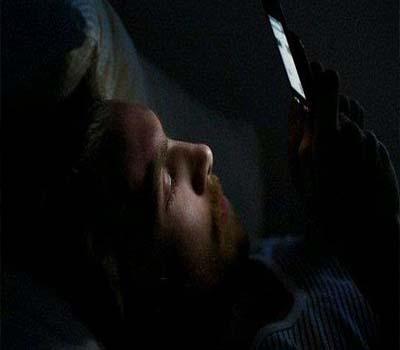 رات 9بجے کے بعد اسمارٹ فون استعمال کریں تو ہوسکتی ہے یہ بیماری