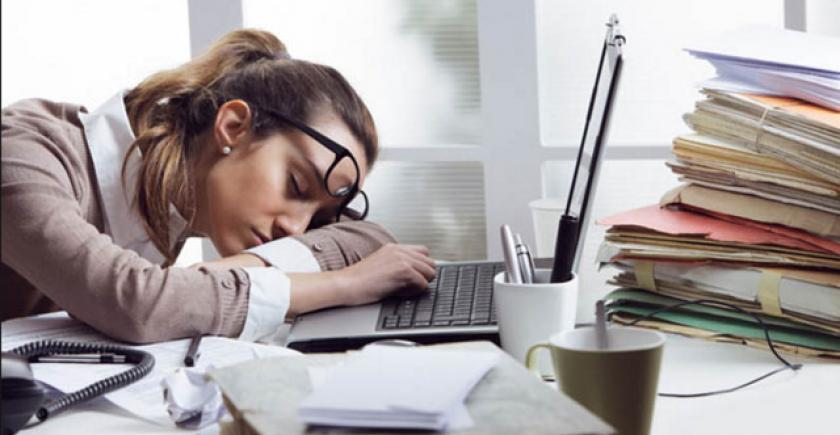 ادھوری نیند دفتر میں لڑائی اور خراب رویے کا سبب