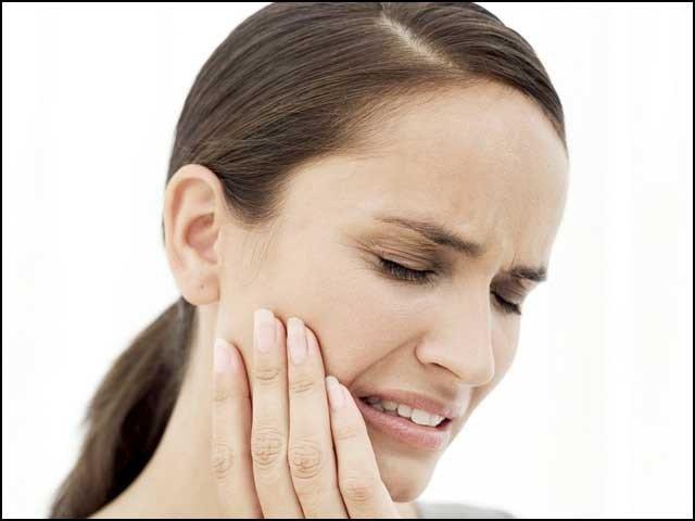 دانتوں کا درد بھگائیے عام گھریلو چیزوں سے