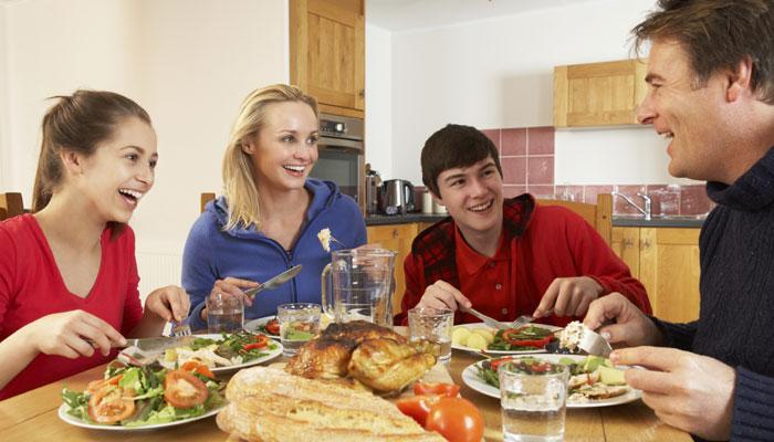 کھانا کھانے کے بعد بھول کر بھی نہ کریں یہ 3 کام