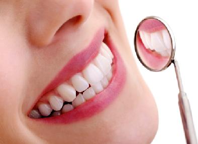 گھریلو نسخے جو آپ کے دانتوں کو چمکدار بنائے