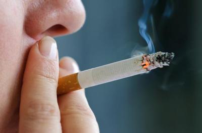 اٹھارہ سال عمر کے 4 ہزار نوجوان سگریٹ پینا شروع کردیتے ہیں