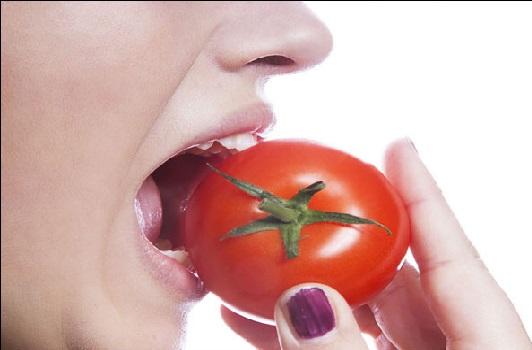ٹماٹر کھانے کا یہ فائدہ نہیں جانتے ہوں گے آپ