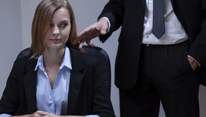 امتیازی سلوک اور رات میں کام کی وجہ سے جاب چھوڑنا چاہتی ہیں خواتین: سروے