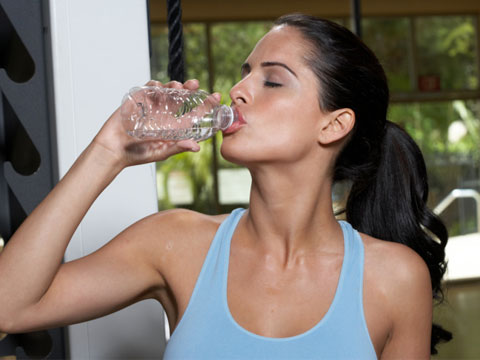 موسم گرما میں کیوں نہیں پینا چاہئے ٹھنڈا پانی
