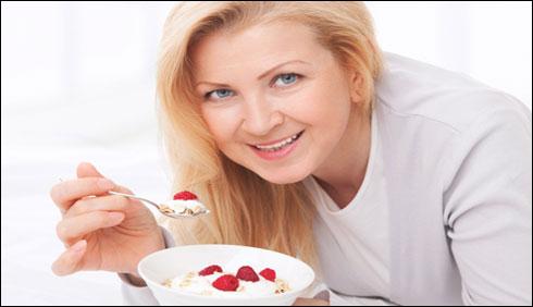 دہی کھائیں وزن گھٹائیں ، طبی ماہرین کا خواتین کو مشورہ