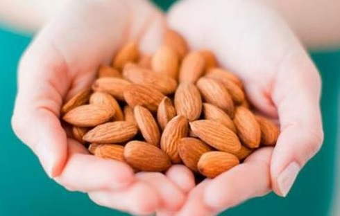 موٹاپے اور ذیابیطس قابو کرنے میں بھی بہت فائدے مند ہیں بادام