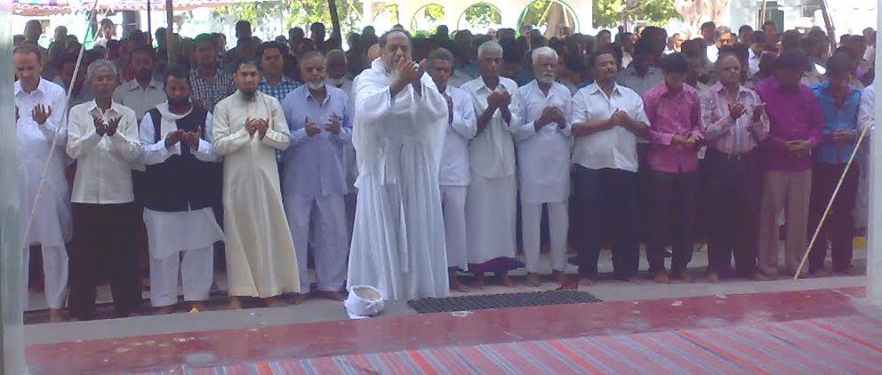شاہی جامع مسجد ادونی کے سحن میں بارش کیلئے نماز استقاء