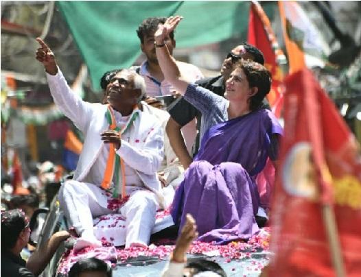 پرینکا گاندھی کا جھانسی میں روڈ شو