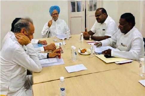کانگریس کی حکمرانی والی وزراء اعلی کی منموہن کے ساتھ میٹنگ