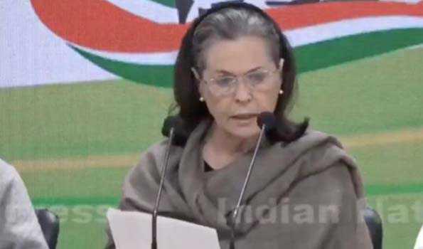 دہلی تشدد کے لئے امت شاہ ذمہ دار، دیں استعفی: سونیا