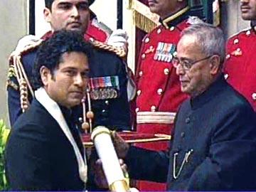 سچن ٹنڈولکر کو بھارت رتن ایواڈ نوازا گیا