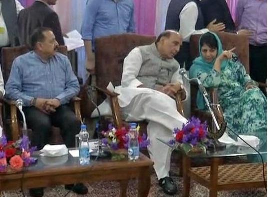 کپواڑہ میں متعدد عوامی وفود سے راجناتھ سنگھ کی ملاقات