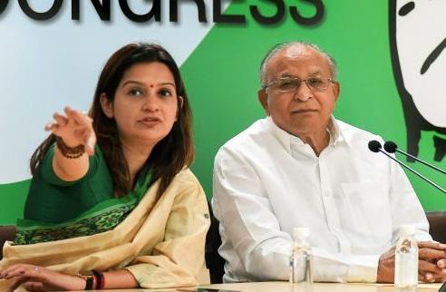 ایم جے اکبر کو استعفی دے دینا چاہئے : کانگریس