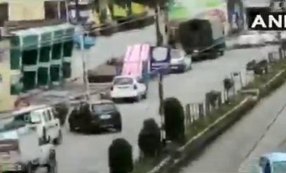اننت ناگ میں جنگجوئوں کا سیکورٹی فورسز پر حملہ، تین اہلکار اور ایک جنگجو ہلاک