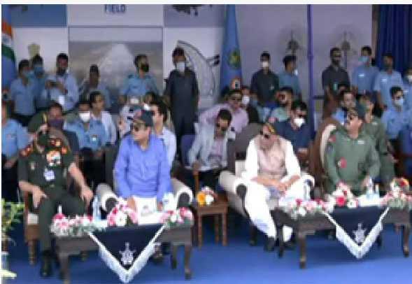 راج ناتھ اور گڈکری نے ہرکیولس طیارے سے اتر کر تاریخ رقم کی