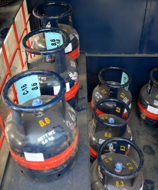 گیس سلنڈرس اب کرانہ اور سوپر مارکٹ سے بھی خریدے جا سکتے ہیں