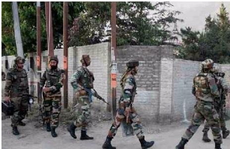 کشمیر: ترال میں فورسز اور جنگجوؤں کے درمیان مسلح تصادم شروع