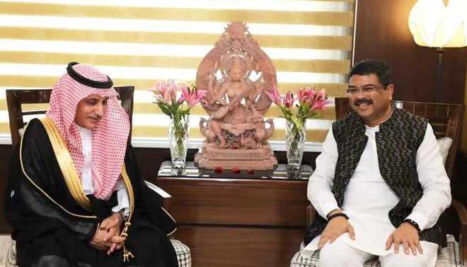 ہندوستان میں سعودی سفیر نے دھرمیندر پردھان سے ملاقات کی