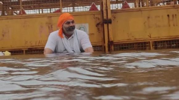 شدید بارش میں بھی غازی پور بارڈر پر کسانوں کا دھرنا جاری