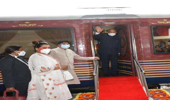 صدر ٹرین سے اترپردیش کے دورے پر روانہ