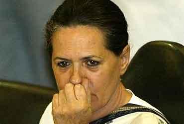 سونیا گاندھی کی سیما آندھرا میں انتخابی تشہیر کے لئے عدم دلچسپی!