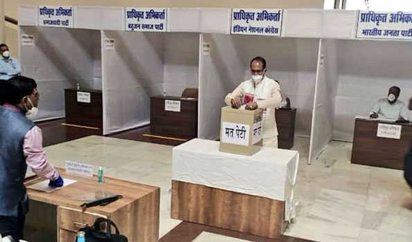 راجیہ سبھا کی ووٹنگ اختتام پزیر، کورونا سے متاثرہ رکن اسمبلی نے بھی ووٹ ڈالا