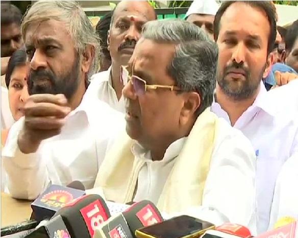 کرناٹک: کانگریس کے 21 وزراء کا استعفی