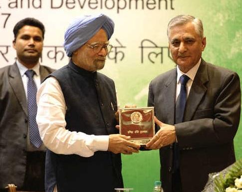 منموہن سنگھ اندرا گاندھی بین الاقوامی ایوارڈ سے سرفراز