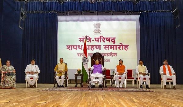 شیو راج نے کابینہ میں توسیع، 28 وزیروں کی حلف برداری