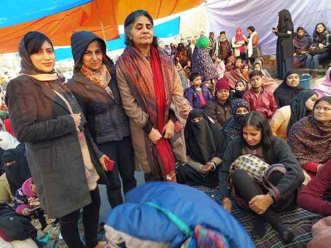 قومی شہریت قانون کے خلاف شاہین باغ میں 17ویں خواتین کا دھرنا جاری
