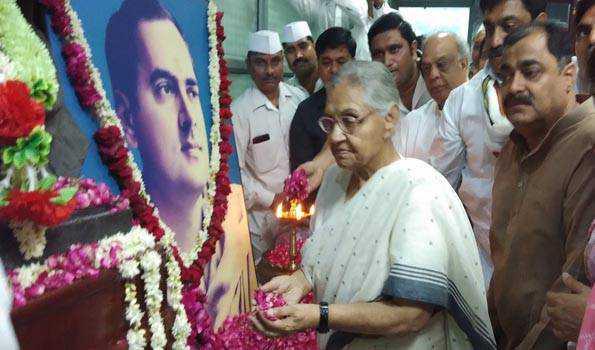 دیکشت سمیت دیگر رہنماؤں نے راجیو گاندھی کو خراج عقیدت پیش کیا