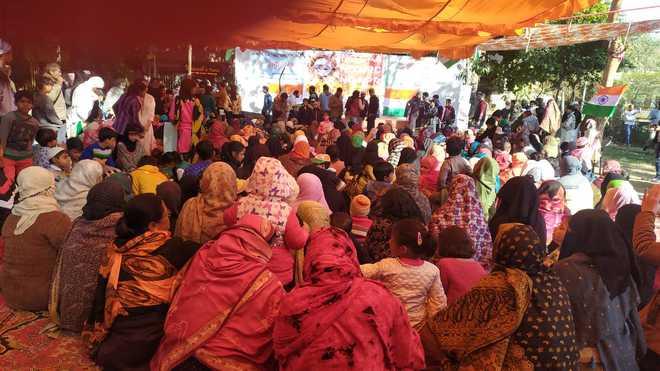 """گاندھی پارک حوض رانی میں """"سی اے اے"""" کی مخالفت میں خواتین کااحتجاج"""