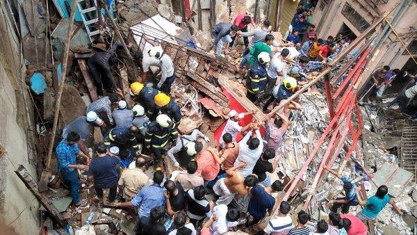 ممبئی میں سوسالہ 4منزلہ عمارت منہدم ، دو موت،متعدد افراد کے ملبے میں دبے ہونے امکان