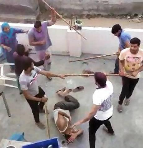 ہولی پر مسلم فیملی کو بدمعاشوں نے گھر میں گھس کر بے رحمی سے پیٹا، 48 گھنٹوں بعد بھی پولیس کے ہاتھ حالی
