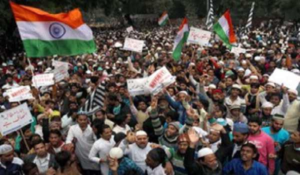 شہریت ترمیمی بل کی مخالفت میں جامعہ کے طلباء کا مظاہرہ، پولیس لاٹھی چارج میں کئی زخمی