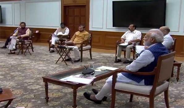 وزیر اعظم کی 'سوشل ڈسٹےنس' رکھتے ہوئے کابینہ میٹنگ