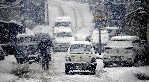 وادی کشمیر میں بھاری برف باری، معمولات زندگی درہم برہم