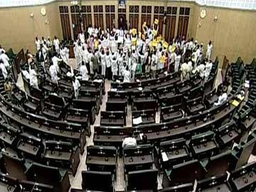 اسمبلی اجلاس کا آغاز ''ارکان کا شدید احتجاج
