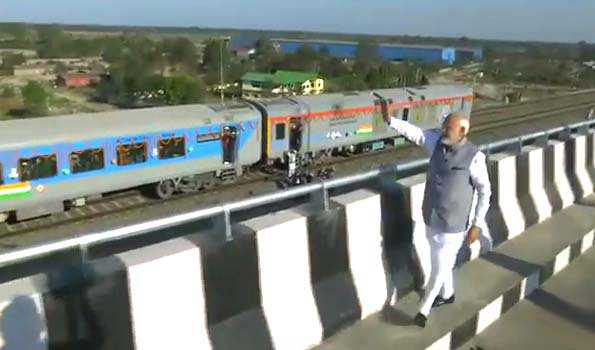 مودی نے ملک کے سب سے لمبے ریل-سڑک پل کا افتتاح کیا