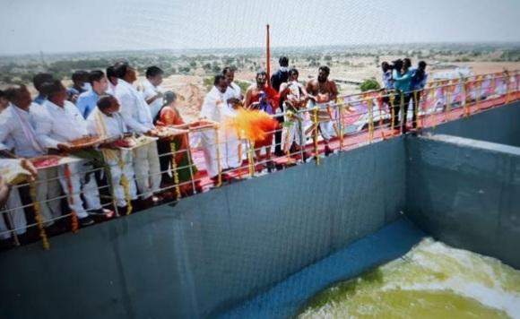 وزیراعلی کونڈاپوچماں ساگر پروجیکٹ کا افتتاح  کیا