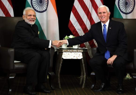 امریکی نائب صدر مائک پینس اور مودی کی سنگاپور میں ملاقات