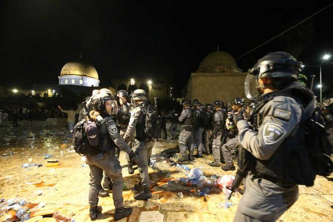 مسجد اقصی پر اسرائیلی فورسز کے تازہ حملے، 50 سے زائد فلسطینی زخمی، اقوام متحدہ کا اظہار تشویش