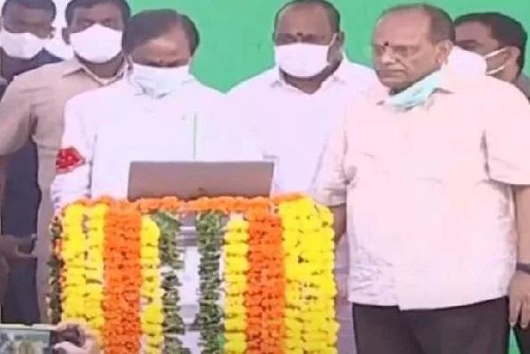 تلنگانہ کے وزیراعلی نے اراضیات ریکارڈس کے آن لائن پورٹل دھرانی کا افتتاح کیا