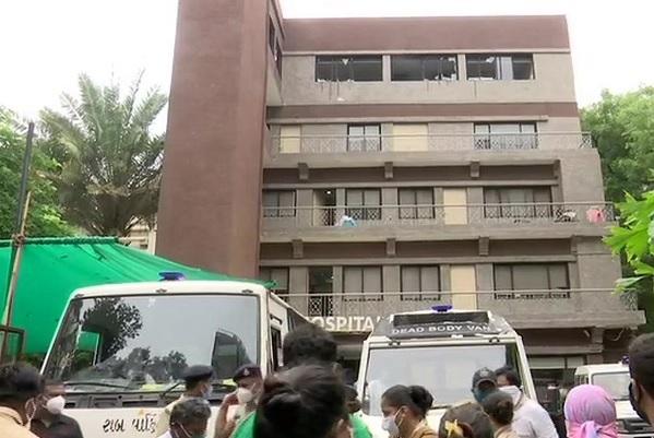گجرات کے اسپتال میں آتشزدگی کے باعث تین خواتین سمیت 8 کورونا مریضوں کی موت