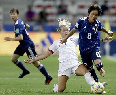 انگلینڈ نے جاپان کو 2-0 سے شکست دی