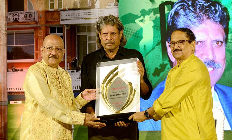 پی سی چندرا گروپ نے 28 ویں پی سی چندرا ایوارڈ 2021 میں کپل دیو کو سرفراز کیا