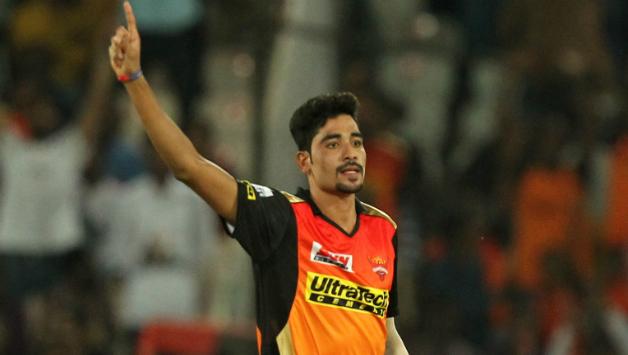 حیدرآبادی گیند بازمحمد سراج ٹیم کے کھلاڑیوں کو مندی کھلانے کے خواہشمند