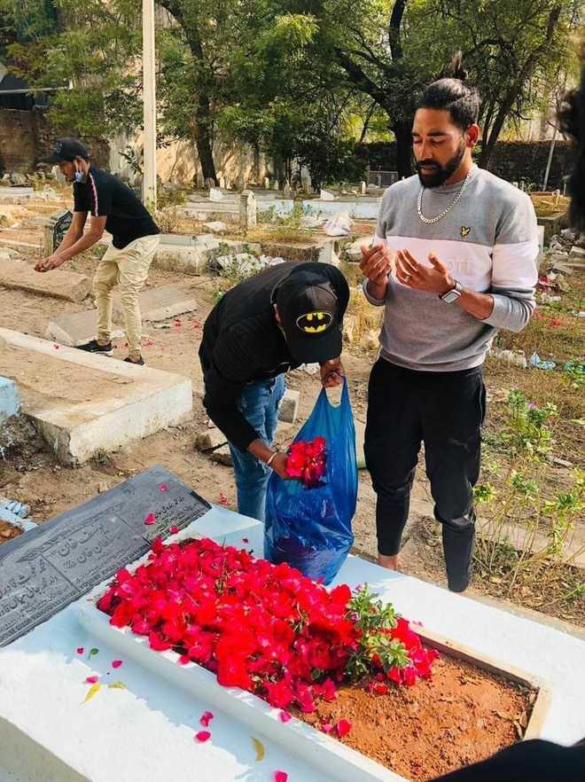 محمد سراج کی حیدرآباد میں آمد، والد کی قبر پر حاضری